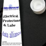 Silicona grasa impermeable para conexiones eléctricas, USB y coaxiales: $3