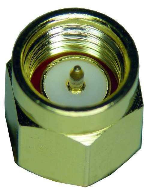 El conector SMA-macho tiene hilos en el interior y un alfiler